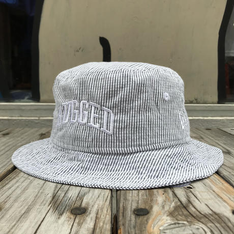 "【ラス1】RUGGED on NEWERA ""ARCH LOGO"" stripe bucket hat (White)"