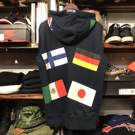 "Supreme ""Flags"" Pullover hoodie (M)"