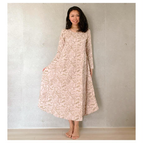 オーガニックコットン&プリント薄いピンクのドレス