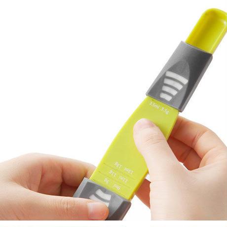 便利な調節機能付き計量スプーン