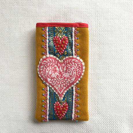 Karin Derland_Embroidery mobile phone case (2色)