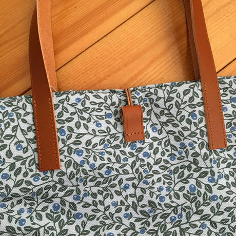 Happy Sthlm_Blueberry printed tote Large ( 2色あります)