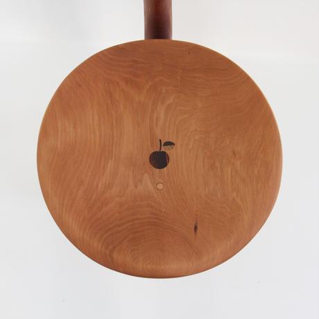 背付きりんご椅子