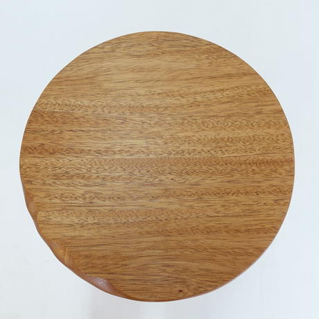 三本脚ティーテーブル