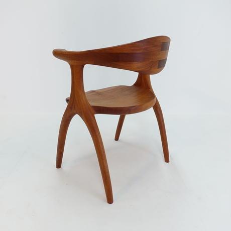 食卓椅子  アカジュ