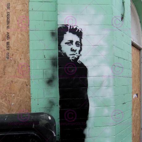 バンクシー *喫煙する男性/Smoking Man*61 x 46 cm (24 x 18 inches)*キャンバスアート(フレーム無し)*BANKSY