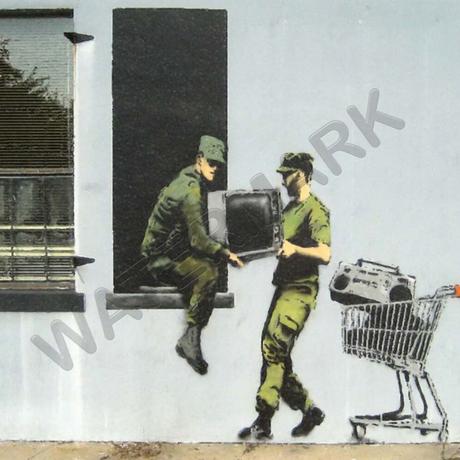 """バンクシー *略奪兵士/Looting Soldiers*98 x 61 cm (39"""" x 24"""")*キャンバスアート(フレーム無し)*BANKSY"""