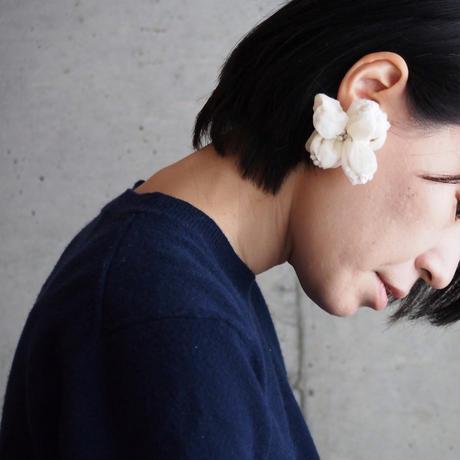 [ 空気の花 - ear ] color - 胡粉