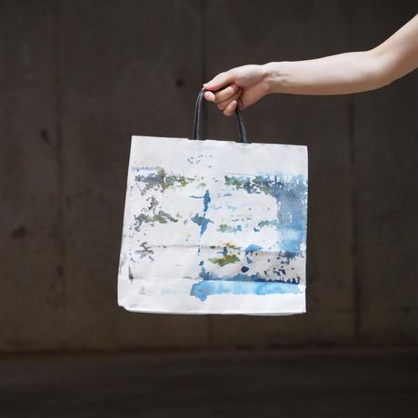 [ 染めの足跡紙バッグ - 紙袋 ]  color : 白×青の額縁