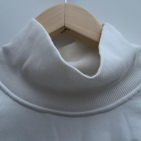 turtleneck sweat〜from D