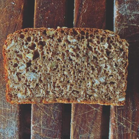 サワー種で作る黒パン