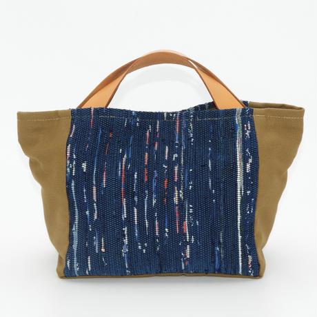 四角いバッグ ブルー