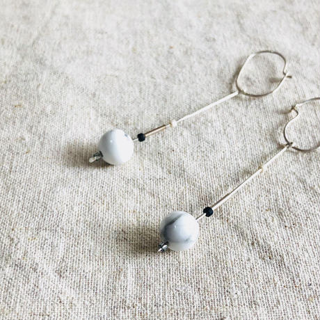 cinq / Inq dot earring / silver   with Howlite /  シンク / シルバー  / ハウライト ピアス