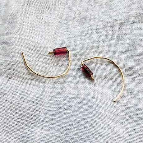 cinq /tiny garnet hook earring  / 14 K   gold filed / シンク /ガーネットピアス