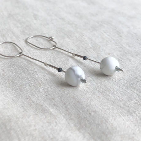 cinq / Inq dot earring / silver   with Howlite
