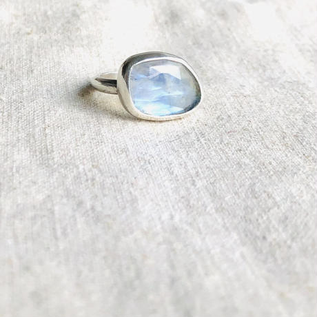 Ishi jewelry / natural stone ring / moonstone / silver ring / イシジュエリー /ムーンストーン