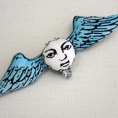 翼ブローチ 青