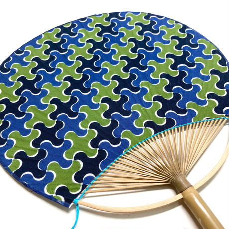 房州うちわ [千鳥] 黒系 / Round Fun -Traditional Japanese Pattern CHIDORI-