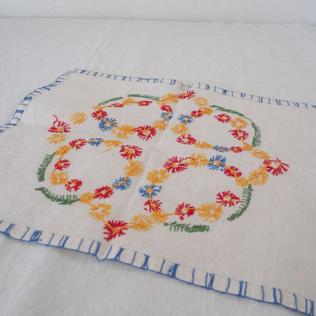 お花の刺繍のドイリー