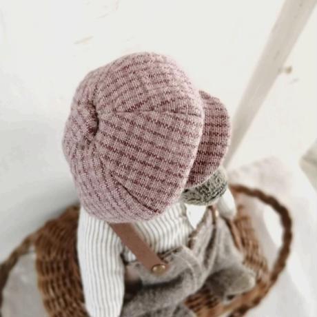 ハンチング帽の小さなベア