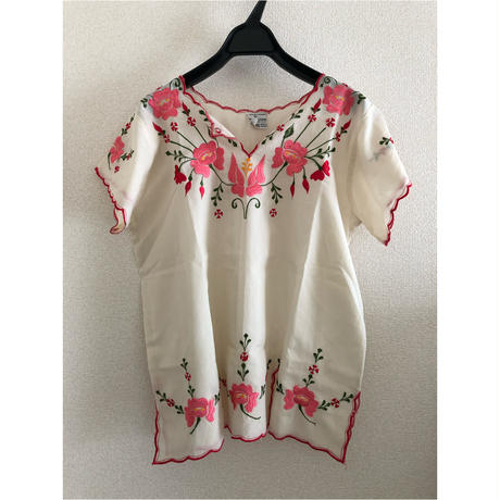 """""""Karen 40"""" Mexican embroidery Short sleeves Blouse"""