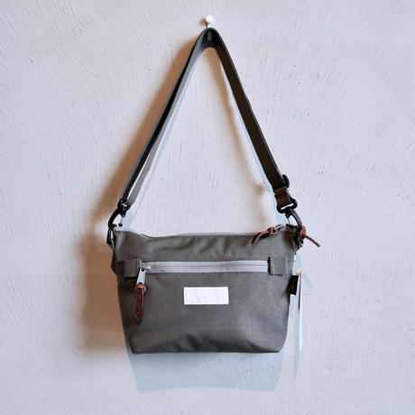 Leed shoulder bag