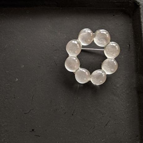 つぶつぶの輪ブローチ