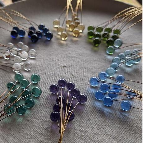 ガラス小粒のリース80粒(紫青スキン系)