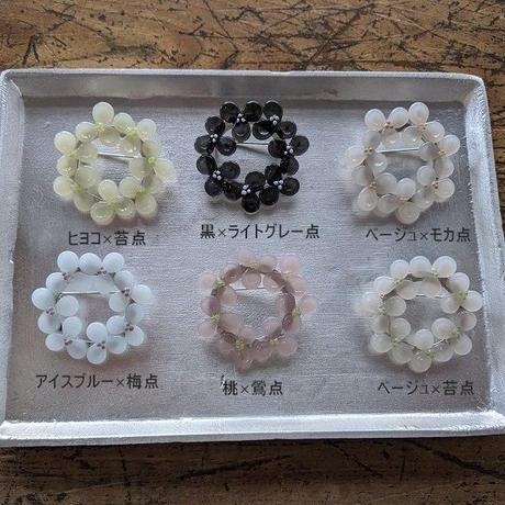 花の輪ブローチ