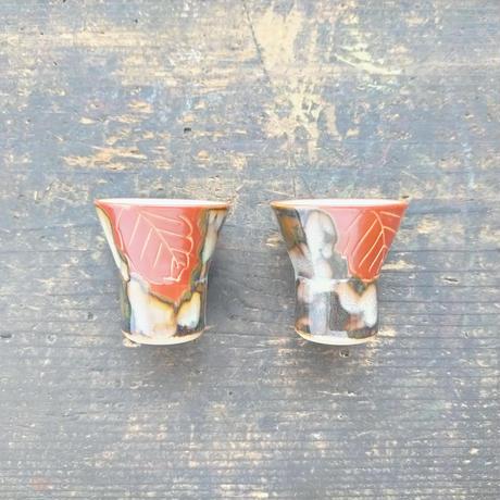 赤い木の葉の酒坏(直径4.5cm) ペア