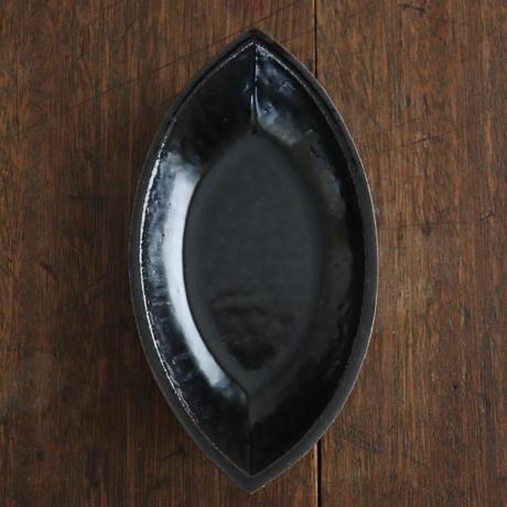 高島悠吏 黒釉舟形皿L