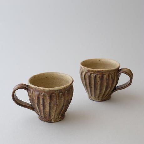 及川静香 削りマグ(茶)