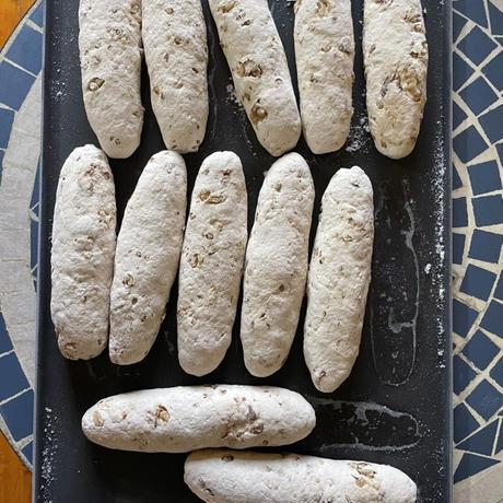 セーグル風天然酵母の米粉クルミレーズン(プロ用生地 1箱10個入)