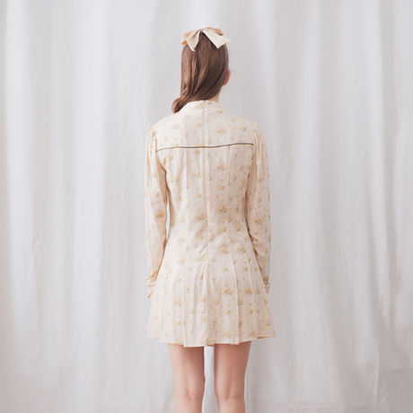 margarin fingers / floral shirring one-piece