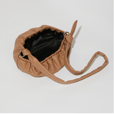 SAMO ONDOH / Gnocchi bag M lambskin (almond)
