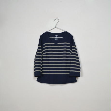 Lady's  Gauze Border  V-Neck Sht.  /  Navy × Ivory