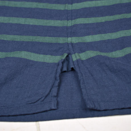 Lady's  Gauze Border  V-Neck Sht.  /  Navy × Green