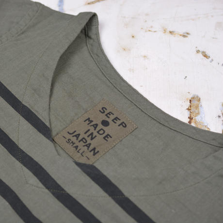 Lady's Gauze Border V-Neck Sht.  /  Olive × Black
