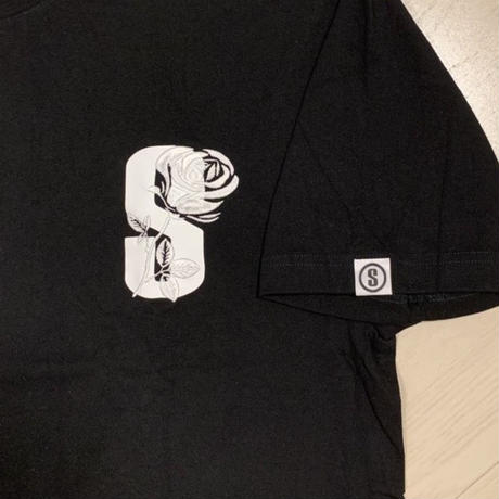 Selection of life. S LOGO ROSE Tee Black