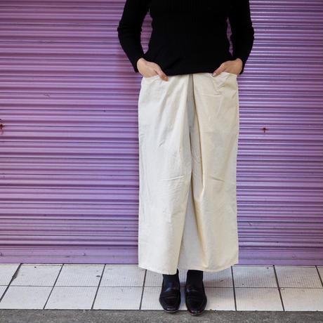 Jikonka 前タックパンツ/オフホワイト