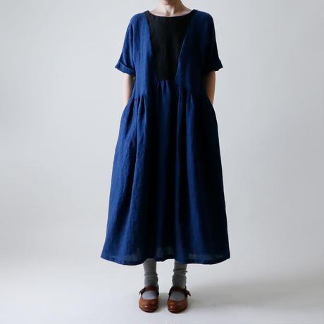 バックボタン・リネン・ワンピース / ネイビーXブラック