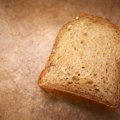 雑穀と黒モルトの食パン(1本入り)