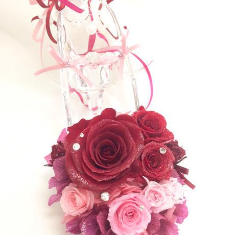 【プリザーブドフラワー/ガラスの靴シリーズ】情熱の赤い薔薇とパールとリボンでロマンチックな永遠の輝きを添えて
