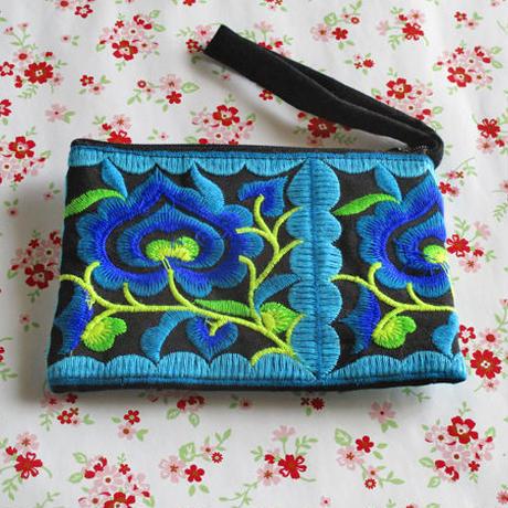 刺繍ポーチ(ブルー)