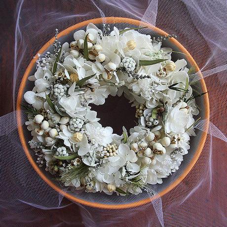 涼しげなオフホワイト&グリーンのミニリースGIFTBOX(直径12-13cm)