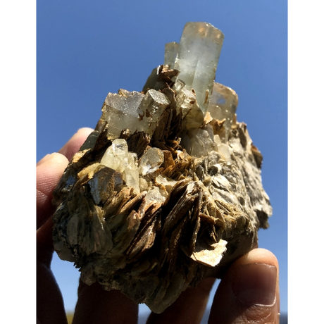 天然アクアマリン・クラスター原石 雲母共生 AQ-006