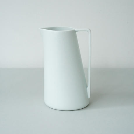 Pitcher L / White