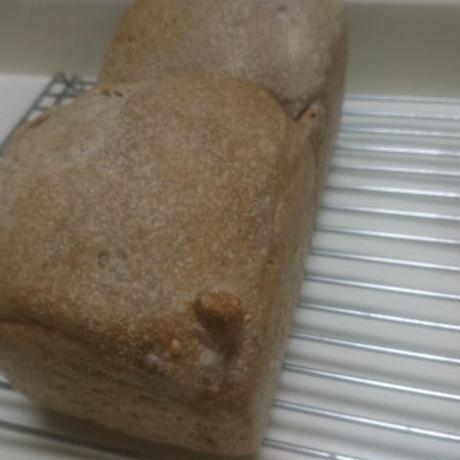 ごはん酵母のくるみ食パン