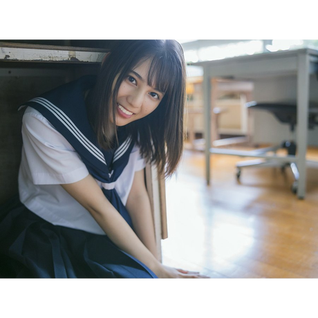 【TSUTAYA限定特典ポストカード付】日向坂46 小坂菜緒 1st 写真集『君は誰?』