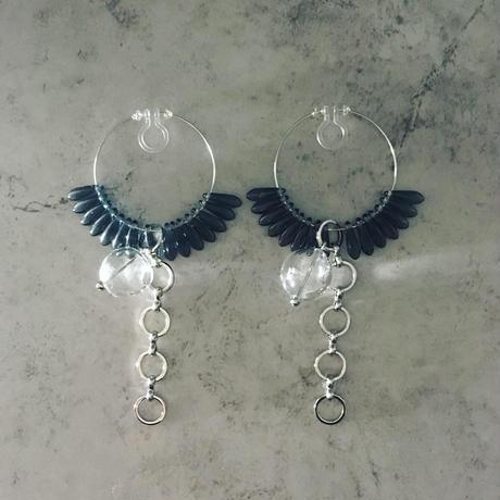 glass hoop earring (bl